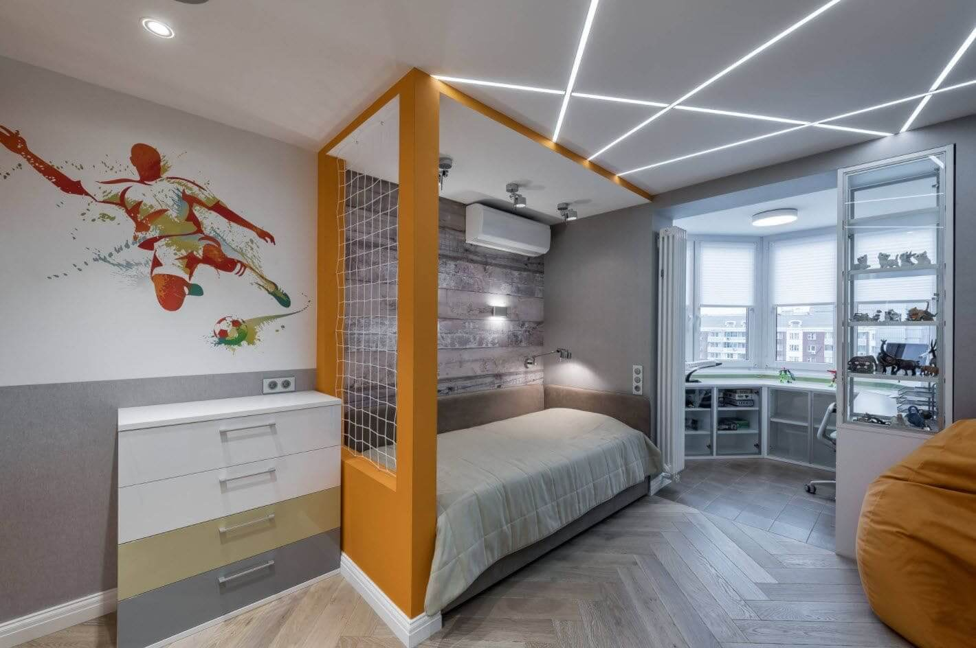 Потолок со световыми линиями в детской